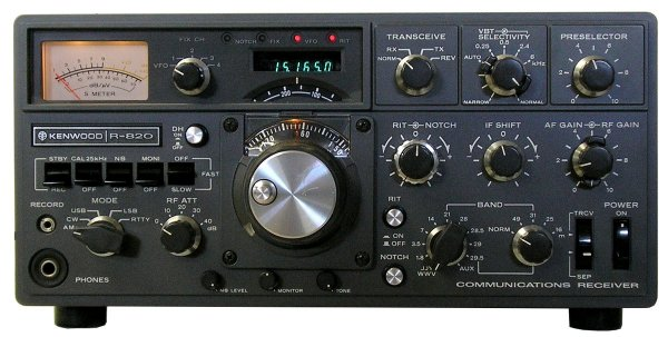 Kenwood R-820, Front